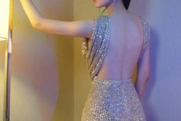 娄艺潇标准大开露背银色亮片裙演绎高档性感太有女性味儿了