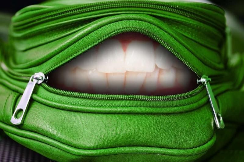 戴固定牙套难受吗牙套能白天摘除晚上用吗